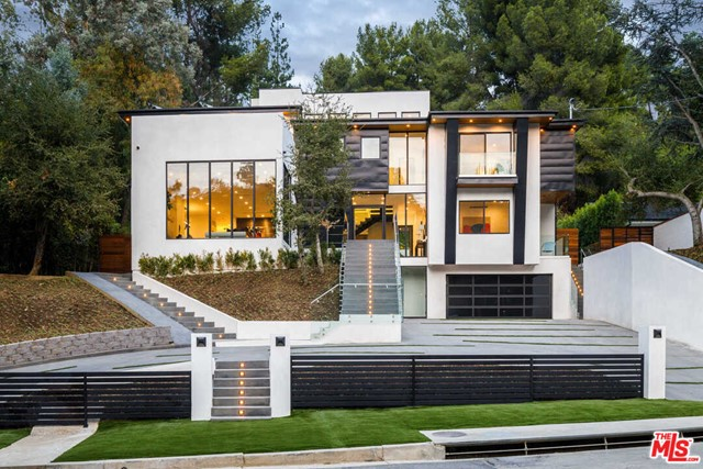 Photo of 3808 Hayvenhurst Avenue, Encino, CA 91436