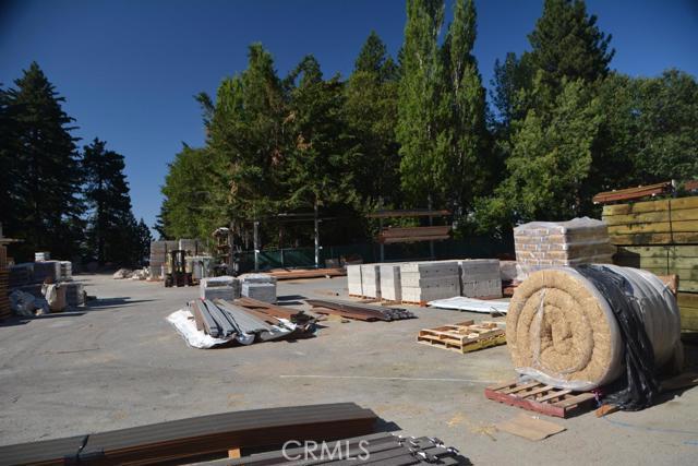 26567 Pine Avenue, Rimforest CA: http://media.crmls.org/mediaz/77EB81D9-B3FB-4D50-83D4-B881F138D82C.jpg
