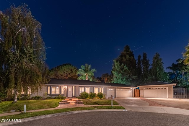 658 Bonwit Place, Simi Valley CA: http://media.crmls.org/mediaz/7816C557-4D70-417A-B386-C4A4C43A44CF.jpg