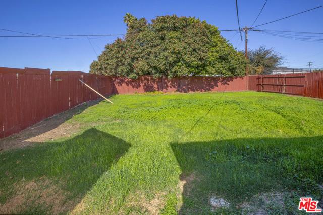 1417 W 127Th Street, Los Angeles CA: http://media.crmls.org/mediaz/78271A51-F62D-48B2-8840-9F1FE83BF29B.jpg