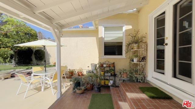 4423 Elmer Avenue, Studio City CA: http://media.crmls.org/mediaz/78389A25-D6FB-4360-90CE-95402A507F6A.jpg