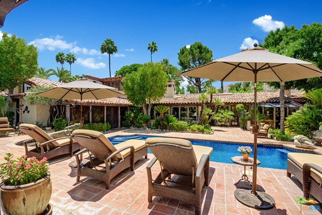 478 W Camino Sur, Palm Springs CA: http://media.crmls.org/mediaz/78C1AE8E-BD87-49AB-A8E2-01D41D622CB4.jpg