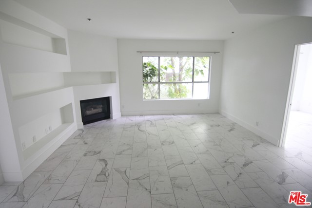 939 PALM Avenue, West Hollywood CA: http://media.crmls.org/mediaz/78E68258-7E4C-42EB-9DCD-A9D8BF24C7DE.jpg