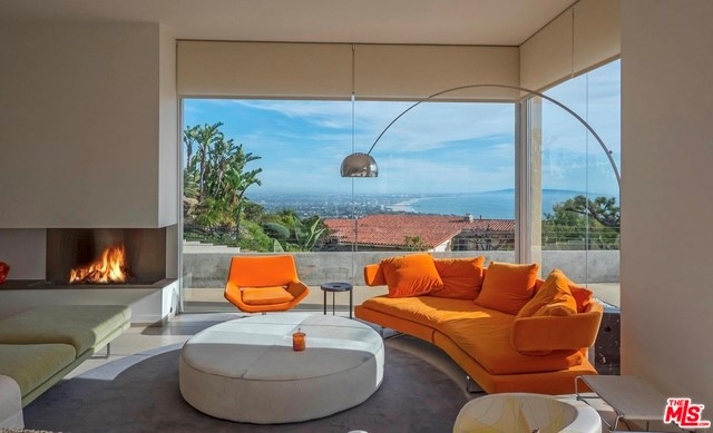 Single Family Home for Sale at 1099 Vista Grande Drive Pacific Palisades, California 90272 United States