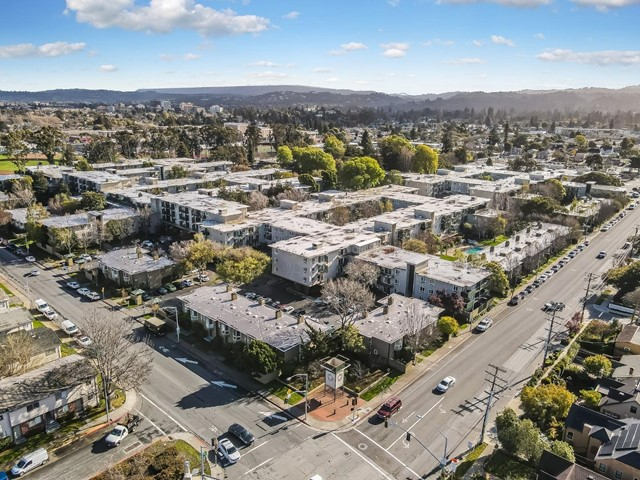 847 Humboldt Street, San Mateo CA: http://media.crmls.org/mediaz/79181BD9-BE0F-4380-AEFF-1DC131C7BC53.jpg