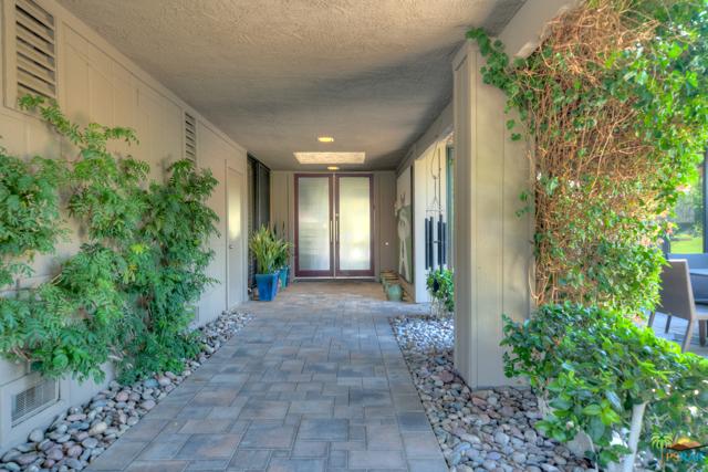 4 Wake Forest Court, Rancho Mirage CA: http://media.crmls.org/mediaz/79452D70-2050-4053-8917-329D56D37A2A.jpg