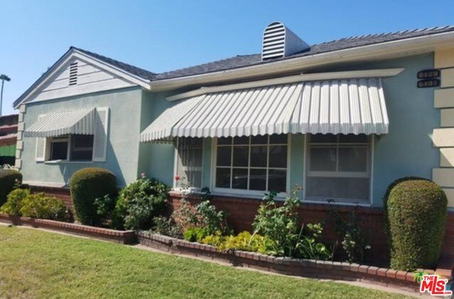 Single Family Home for Rent at 6129 Lindenhurst Avenue Los Angeles, California 90048 United States