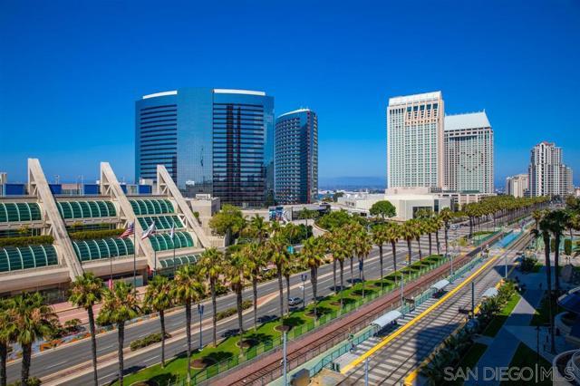 200 Harbor Dr, San Diego CA: http://media.crmls.org/mediaz/79B0A90B-55B5-4AF0-97BE-013A0C54F8EF.jpg