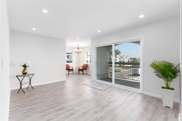 Detail Gallery Image 1 of 1 For 4092 Crown Point Dr #3,  San Diego,  CA 92109 - 2 Beds | 2 Baths