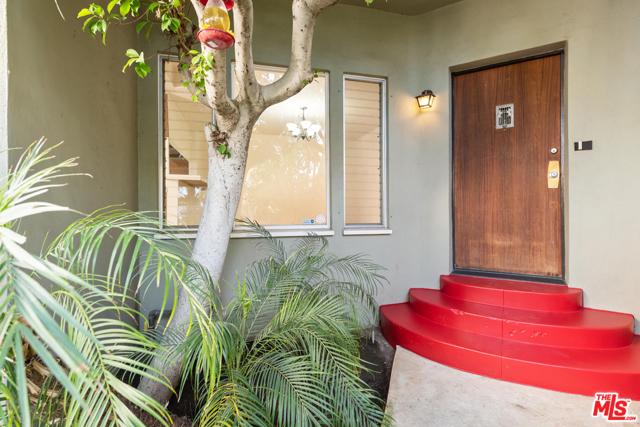 1020 S ALFRED Street, Los Angeles CA: http://media.crmls.org/mediaz/7A10B1A1-93BC-47C1-94B3-53CBA1065CC0.jpg