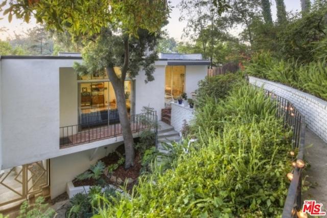 3246 Primera Avenue, Los Angeles CA: http://media.crmls.org/mediaz/7A92E548-7394-4679-8D68-183E8A2B7FCB.jpg