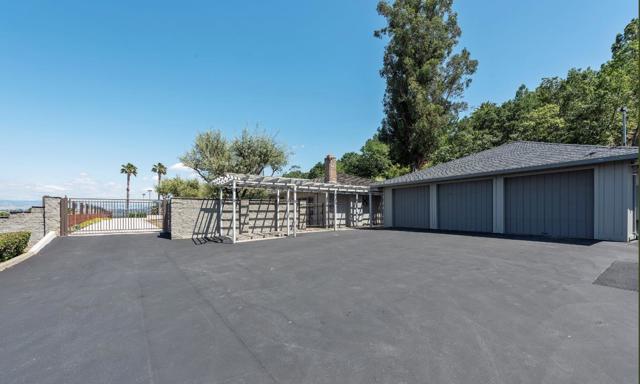 125 Alerche Drive, Los Gatos CA: http://media.crmls.org/mediaz/7A94E475-163B-4B10-9F1C-EF74CBDB1374.jpg