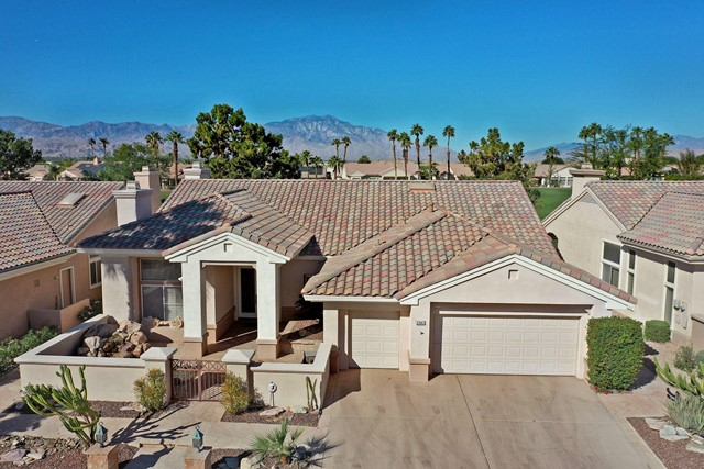 37647 Westridge Avenue, Palm Desert CA: http://media.crmls.org/mediaz/7A989401-7036-4FB3-A77F-D06536B8127C.jpg