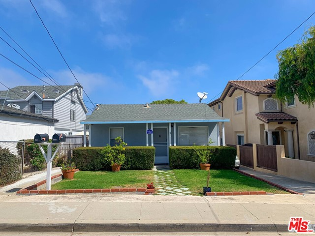 1907 NELSON, Redondo Beach, California 90278, ,Residential Income,For Sale,NELSON,20586012