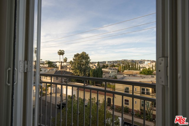 8610 Chalmers Drive, Los Angeles CA: http://media.crmls.org/mediaz/7B7664C7-394E-487E-98E0-FC5FBDD97DF8.jpg