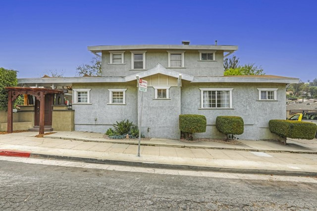 2384 Silver Lake Boulevard, Los Angeles CA: http://media.crmls.org/mediaz/7C5F28AC-EA6D-41BC-95AA-7825F7DA0F41.jpg