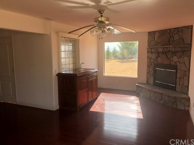 24030 Cahuilla Road, Apple Valley CA: http://media.crmls.org/mediaz/7CD54370-57C9-4E28-B9DF-319A882EE811.jpg