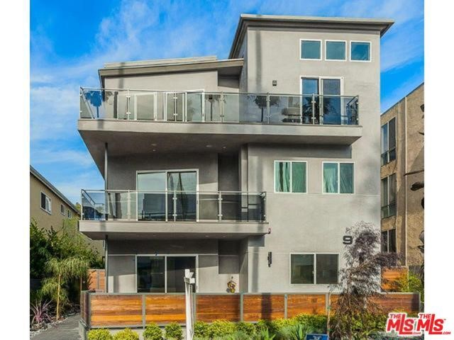 Condominium for Rent at 947 4th Santa Monica, California 90403 United States