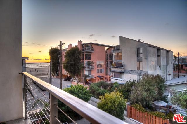 20 IRONSIDES Street, Marina del Rey CA: http://media.crmls.org/mediaz/7CE4D8F1-A87E-4952-A481-1D176215652F.jpg