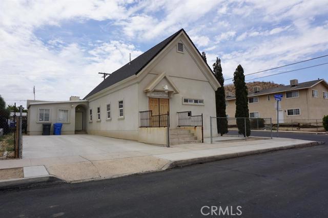 300 Hutchison Street, Barstow CA: http://media.crmls.org/mediaz/7D13729A-0A1B-44C1-9A04-3B775E7087D5.jpg