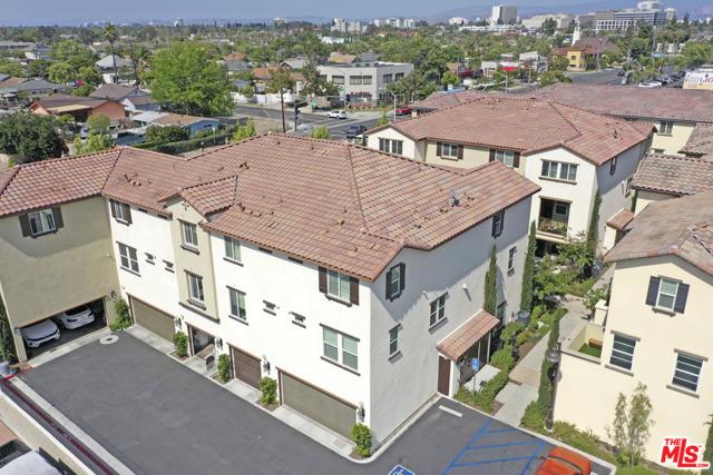 1530 W 1St Street, Santa Ana CA: http://media.crmls.org/mediaz/7D19ADA5-8CA7-423A-9327-713468BBB62A.jpg