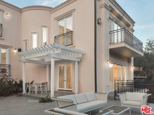 2601 Devista Place, Los Angeles CA: http://media.crmls.org/mediaz/7D3F5287-990B-42D6-8F4A-394C6ADC4272.jpg