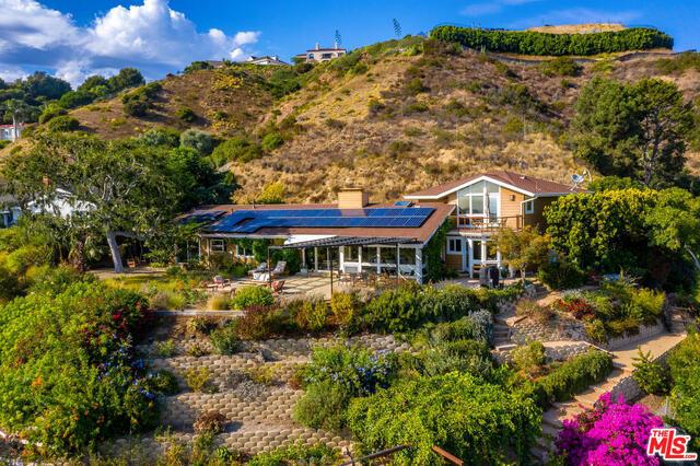 1243 Las Lomas Ave, Pacific Palisades, CA 90272 photo 3