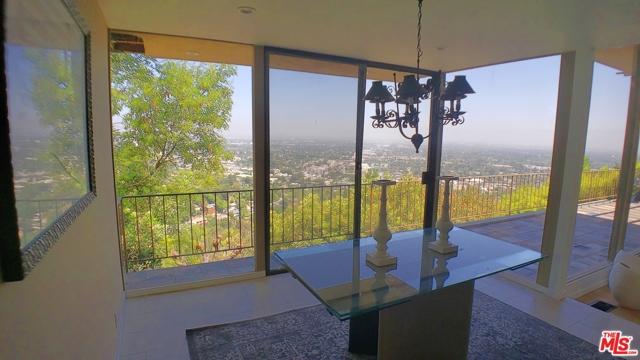 3873 Beverly Ridge Drive, Sherman Oaks CA: http://media.crmls.org/mediaz/7D695050-E2F0-40EF-AA10-3875E24F11DB.jpg