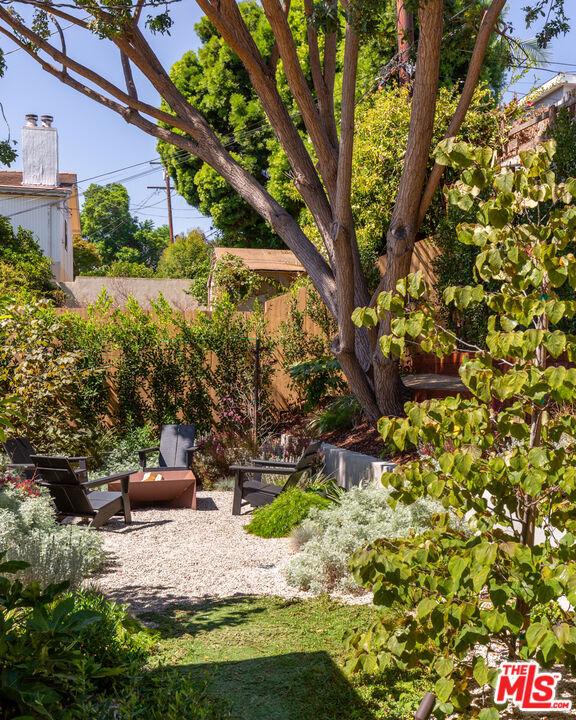 5044 Inadale Avenue, Los Angeles CA: http://media.crmls.org/mediaz/7D80B771-9AAF-4C86-8084-C15849FCA72F.jpg