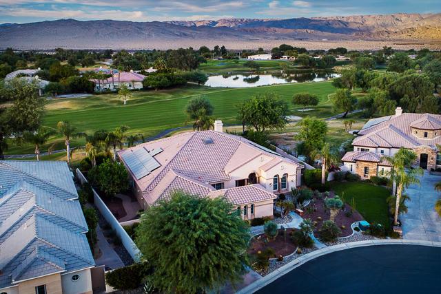 59 Calle De Oro, Rancho Mirage CA: http://media.crmls.org/mediaz/7DAF2B58-E3A2-4DE3-BFC2-CA4F0C6001C1.jpg