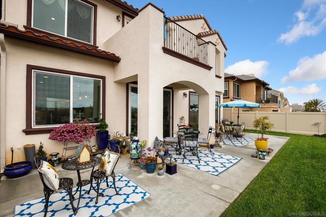 6625 Peregrine Pl, Carlsbad CA: http://media.crmls.org/mediaz/7E1CF8E5-3E0A-4A50-891B-10A388D1DFAD.jpg
