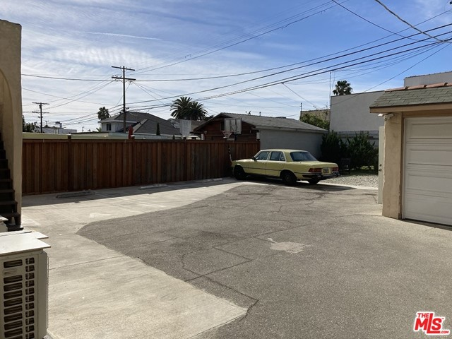 1327 S Rimpau Boulevard, Los Angeles CA: http://media.crmls.org/mediaz/7E47091E-2DE8-463B-9434-54BFCEF52188.jpg