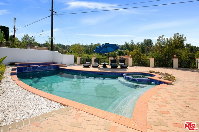 4311 Coquette Place, Tarzana CA: http://media.crmls.org/mediaz/7E8D3049-B0C4-499D-A50F-EFD72B18D034.jpg