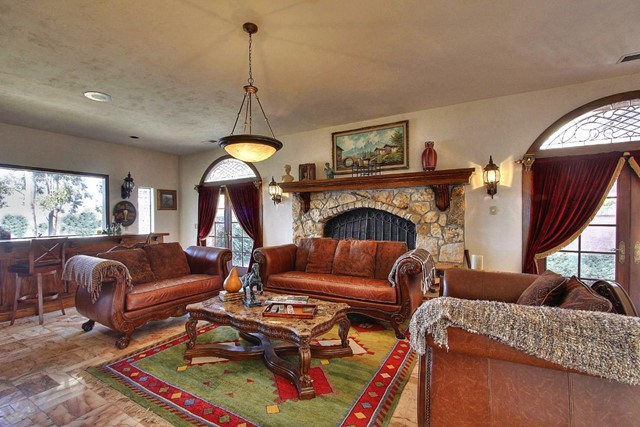 300 Country Club, Carmel Valley CA: http://media.crmls.org/mediaz/7F2905EC-B6BE-4AAB-B145-2C9A0BAAD4DC.jpg