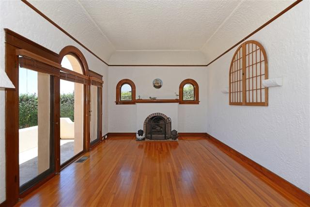 1092 Evergreen, San Diego CA: http://media.crmls.org/mediaz/7F400037-0FD0-4B46-A4D5-46386FBF9478.jpg