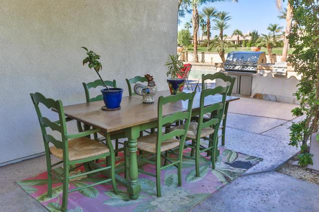 81410 Golf View Drive, La Quinta CA: http://media.crmls.org/mediaz/7F507FEE-8F83-496C-A945-43C4B908D030.jpg