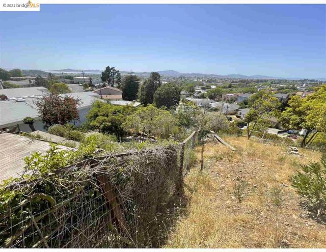 2142 Junction Ave, El Cerrito CA: http://media.crmls.org/mediaz/7F614C70-1731-4C8D-90D7-8873411AB23A.jpg
