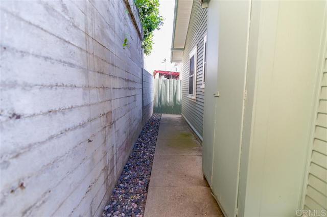 2339 Brant St, San Diego CA: http://media.crmls.org/mediaz/7F6A3633-6D42-46E1-8F57-A40403FB96C2.jpg