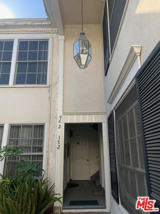 271 S SPALDING Drive # B Beverly Hills CA 90212