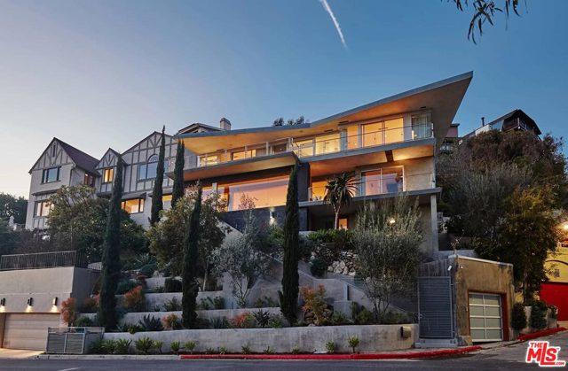 7831 Hillside Avenue, Los Angeles CA: http://media.crmls.org/mediaz/7FBBC13F-26B0-41A0-BA01-B5A843C8FEAB.jpg