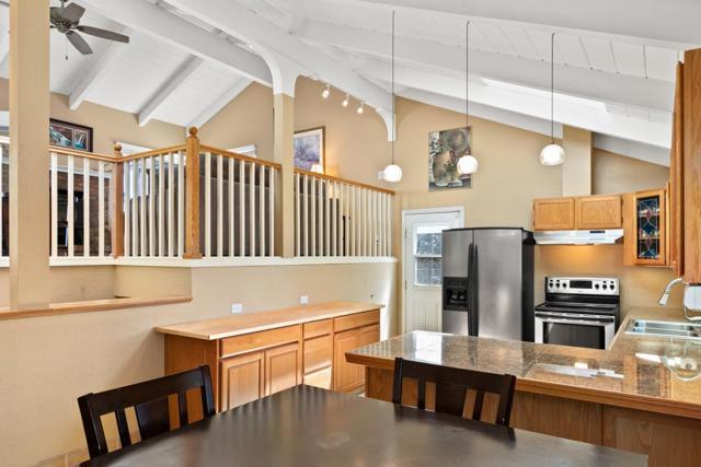 19080 Oak Heights Drive, Salinas CA: http://media.crmls.org/mediaz/7FDCA2E7-DBB2-4DCC-8336-450BA16612EA.jpg