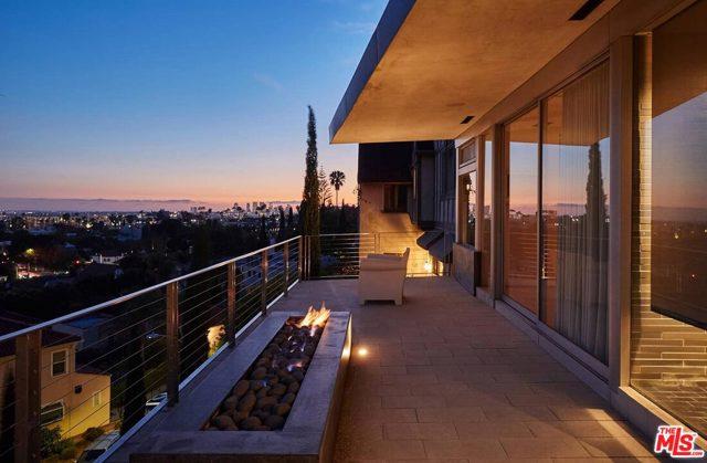 7831 Hillside Avenue, Los Angeles CA: http://media.crmls.org/mediaz/80EF50C7-EB17-4119-8947-77139505B2B6.jpg