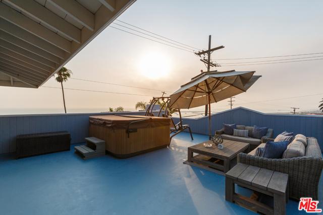 7001 Rindge Avenue, Playa del Rey CA: http://media.crmls.org/mediaz/815312DE-D0B6-4359-A37C-1D873E1FA538.jpg