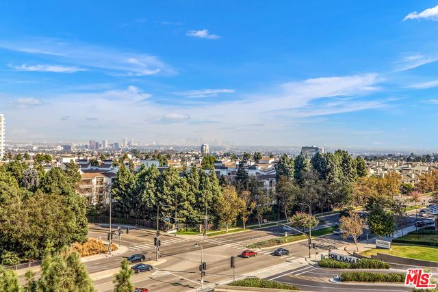 1 W CENTURY Drive, Los Angeles CA: http://media.crmls.org/mediaz/8166858C-E63B-4F5E-BB47-054DDDC69BE8.jpg