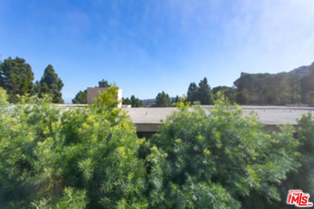 5700 Ravenspur Drive, Rancho Palos Verdes CA: http://media.crmls.org/mediaz/81A431BE-D067-4672-BCB0-BC09177637CC.jpg
