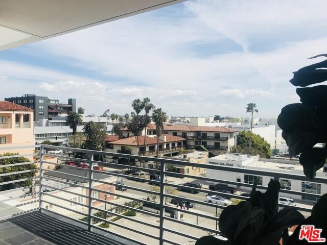 1241 5TH Street, Santa Monica CA: http://media.crmls.org/mediaz/81F06C7D-D8E7-48FA-9195-ED9325443563.jpg