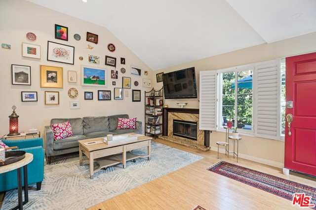 5646 Canterbury Drive, Culver City CA: http://media.crmls.org/mediaz/821A6688-2C26-4C2A-B98D-6A952415308F.jpg