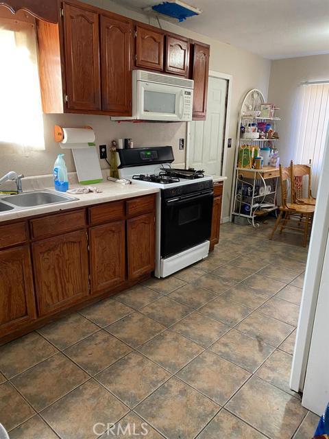 16481 Vine Street,Hesperia,CA 92345, USA