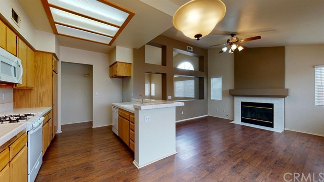 15668 Amber Pointe Drive, Victorville CA: http://media.crmls.org/mediaz/8322BF0B-B0A9-471F-BF08-4C4CBE6E50BD.jpg