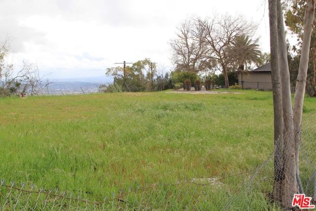 9229 Crescent Drive, Los Angeles CA: http://media.crmls.org/mediaz/835191EB-9181-41A8-A519-E9226694439B.jpg